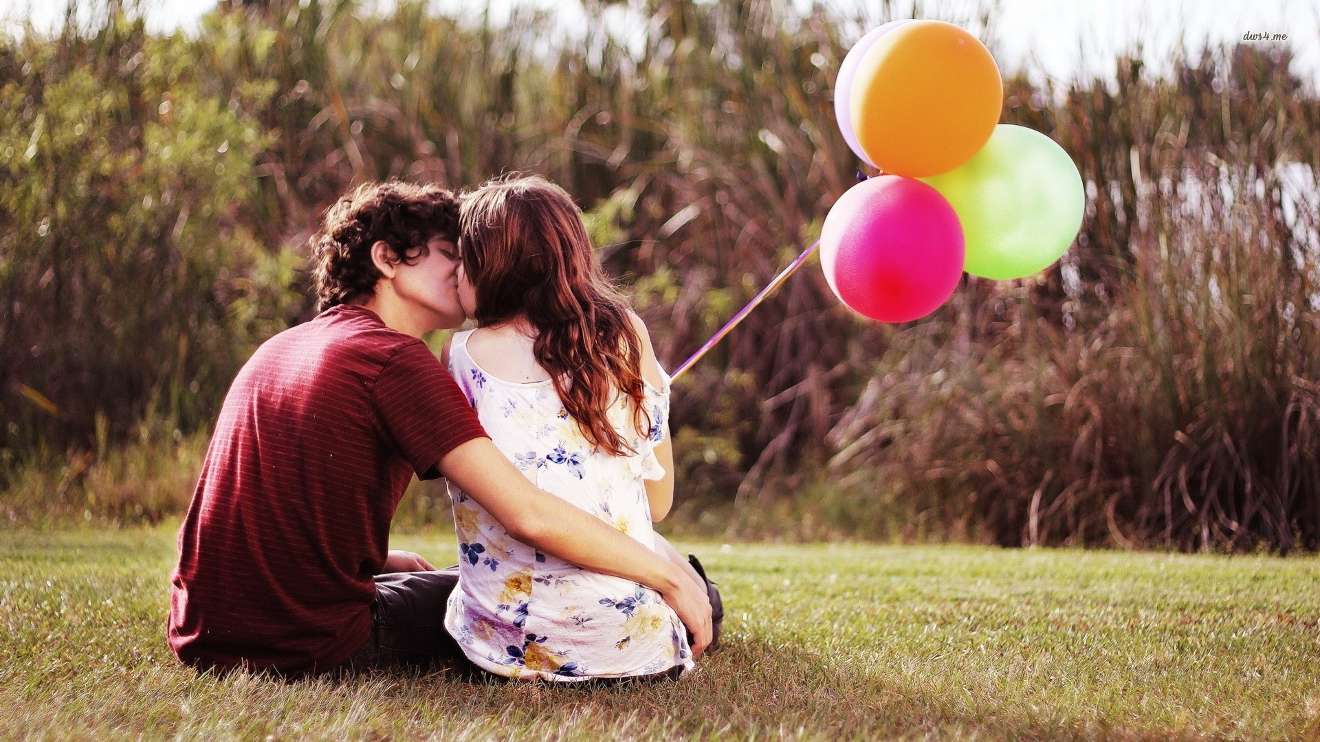 17439-couple-with-balloons-1920x1080-photography-wallpaper