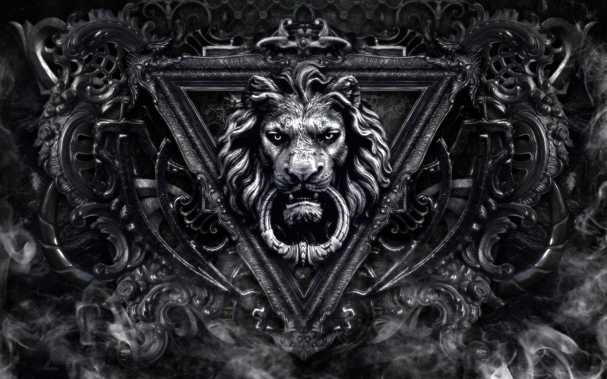 Lion-door-knocker-46074380