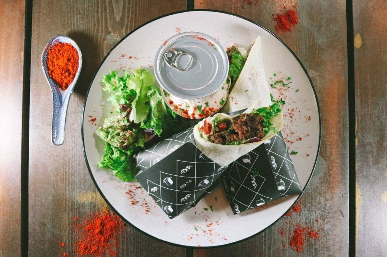 Τορτίγια με πρόβειο κιμά, καυτερή σάλτσα με ντοματίνια και chili by Εμμανουήλ Πυθάρας