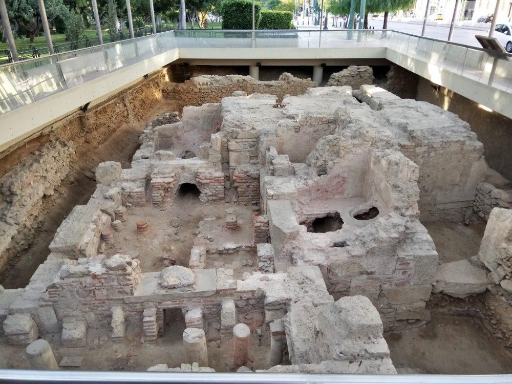 O αρχαιολογικός χώρος του Ρωμαϊκού λουτρού στο κέντρο της Αθήνας