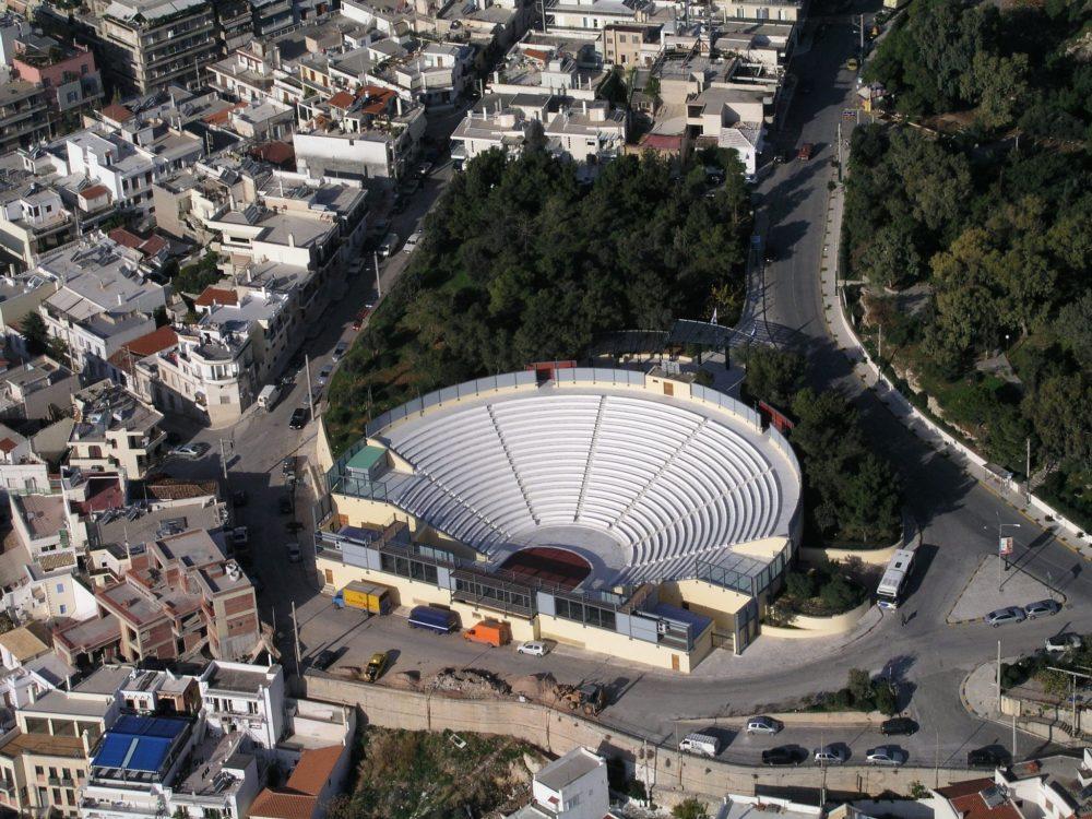 Το Βεάκειο Δημοτικό Θέατρο στον Πειραιά