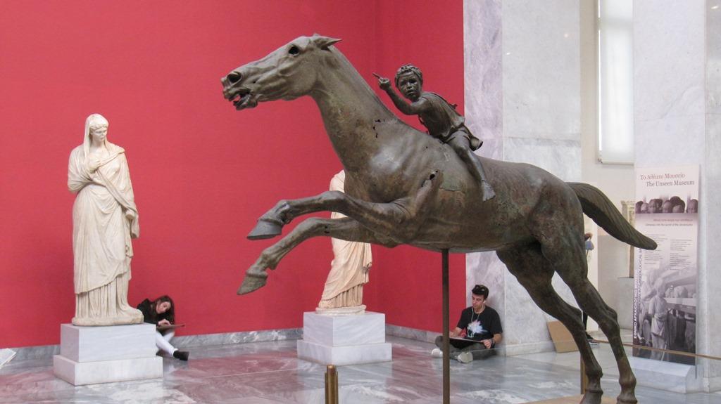 Ο Τζόκεϋ του Αρτεμισίου στο Εθνικό Αρχαιολογικό Μουσείο