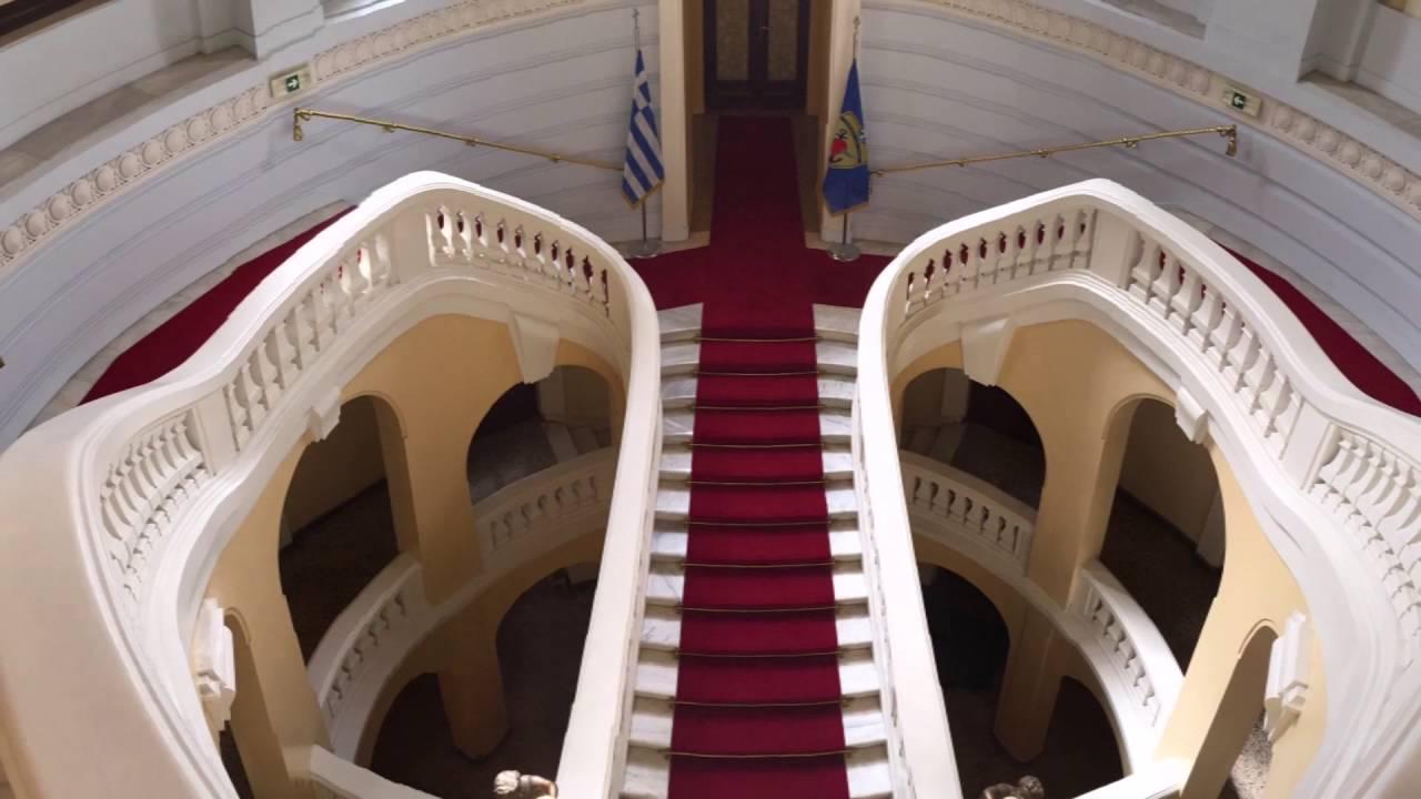 Ο Σάρογλος, λάτρης της τέχνης, κληροδότησε στη ΛΑΕΔ σειρά έργων ζωγραφικής που αποτελείται από 86 πίνακες σπουδαίων Ελλήνων και ξένων ζωγράφων όπως του Λύτρα, του Γύζη, του Προσαλέντη κ.α. Επίσης φιλοξενείται πολύτιμη συλλογή όπλων που κοσμούν το Μουσείο αλλά και διάφορους χώρους της Λέσχης. Εκτός από μουσείο η Λέσχη περιλαμβάνει ακόμη αίθουσες συνεδρίων, εκδηλώσεων, ψυχαγωγίας, παροχήε διαδικτύου καθώς και Βιβλιοθήκη, αναγνωστήριο, εστιατόριο, καφέ, ζαχαροπλαστείο και κουρείο ώστε να εξυπηρετεί εν ενεργεία και αποστράτους αξιωματικούς των ενόπλων δυνάμεων.