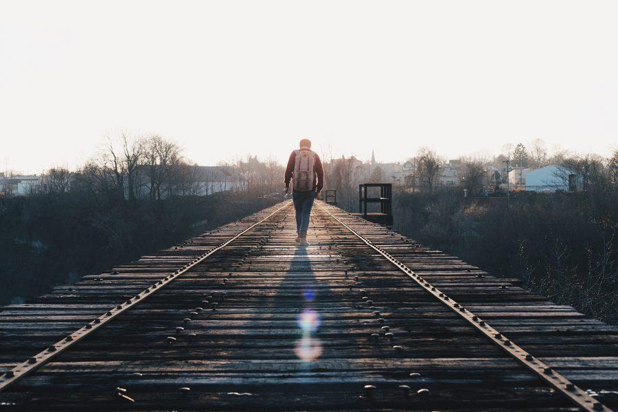Γέφυρα είναι ο άνθρωπος που την περπατά